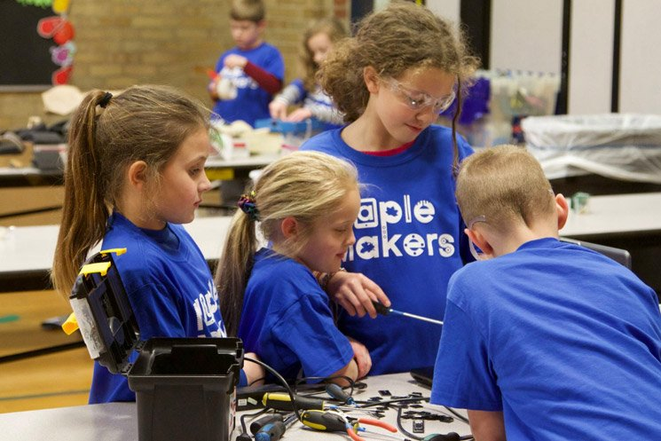 Students from Lincoln Elementary participate in science fair.